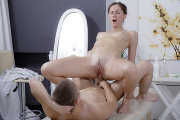 Hot anal sex massage for a filthy brunette